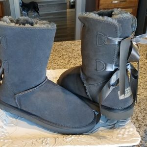Suede boots NWT sz 8 .Bailey. beautiful!!!